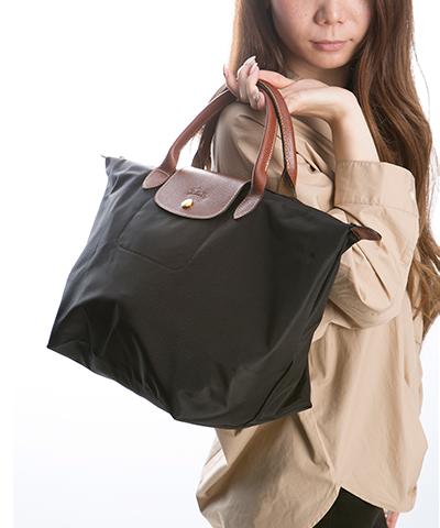 5a415223a065 ル・プリアージュ 1623 ブラック: 折り畳んでお出掛けの際のセカンドバッグとしてとても活躍するロンシャンのプリアージュバック♪  たっぷり入る大きさと、ナイロンと ...