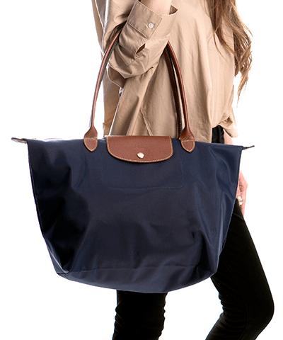 50d5251cb55f ル・プリアージュ 1899 ネイビー: 折り畳んでお出掛けの際のセカンドバッグとしてとても活躍するロンシャンのプリアージュバック♪  たっぷり入る大きさと、ナイロンと ...